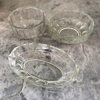 Ensemble de bols et plats en verre vintage