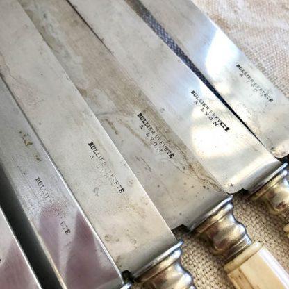 Couteaux ancien en os et lames acier