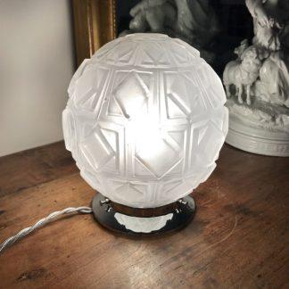 Lampe globe Art Déco, verre dépoli à décor géométriques