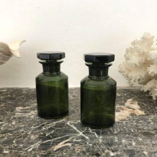 Flacons à pharmacie ou d'apothicaire en verre vert avec bouchon