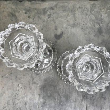 Paire de bougeoirs en cristal Baccarat, modèle Médaillon