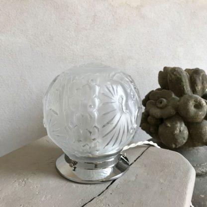 Lampe globe Art Déco en verre signé Muller Frères Lunéville, modèle Aux paons