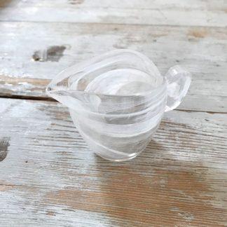 pot-lait-verre-veine-blanc-1