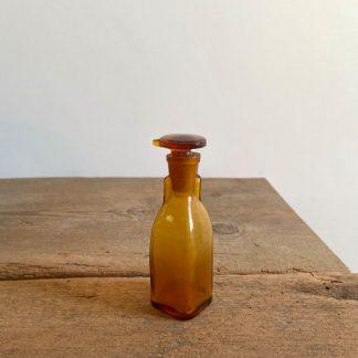 ancien-flacon-compte-goutte-verre-ambre-1