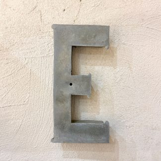 ancienne-lettre-enseigne-metal-E-1
