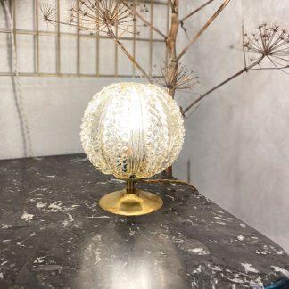 lampe-globe-verre-ambre-perles-relief-1